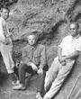 Recto: März bis Juni 1914: Hugo Obermaier, Ferdinand Birkner und Paul Wernert in El Castillo. Verbleib: Archiv der Hugo Obermaier-Gesellschaft, Erlangen.