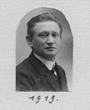 Recto: Hugo Obermaier 1919. Foto auf einer Grußpostkarte von Henry Field aus dem Jahr 1926. Verbleib: Archiv der Hugo Obermaier-Gesellschaft, Erlangen.